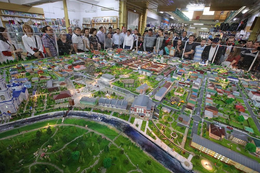 На Ирбитской ярмарке гостям показали огромный макет «Города купеческого наследия».
