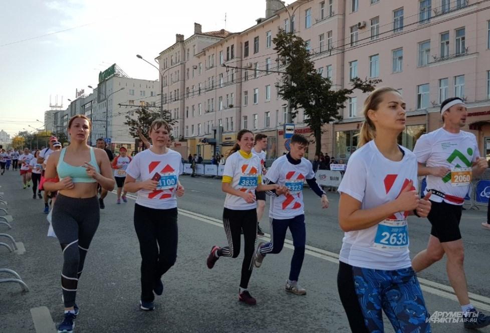 В 9 утра спортсмены стартовали сразу на три дистанции.