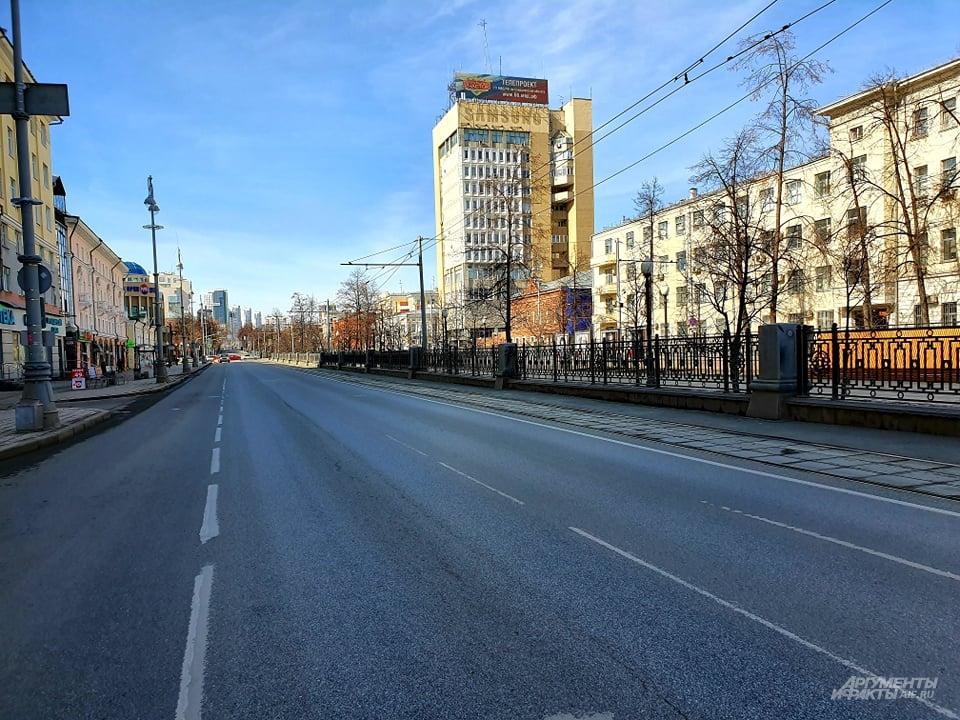Над пустой улицей Ленина плывет аромат свежего хлеба