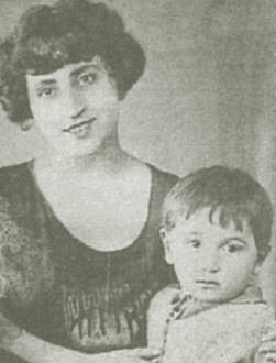 Шарль Азнавур с мамой. 1920-е годы