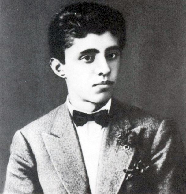 Энвер Ходжа в 18 лет.