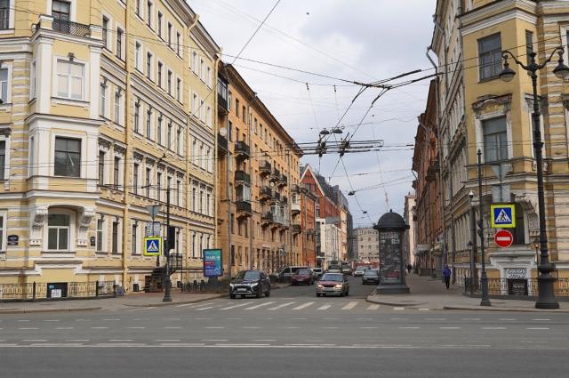 Находится в Центральном районе города. Проходит от Невского пр. до Херсонской ул. 10 домов, примерная длина 270 м.