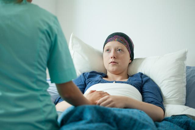 Роль психологов чаще берут на себя опытные врачи-онкологи.