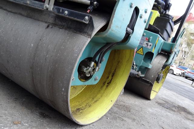 Срезанный слой асфальта используют для ямочного ремонта.