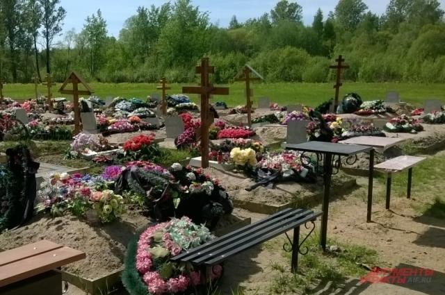 Сергей гордится тем, что на кладбищах города лежат сотни его «клиентов».