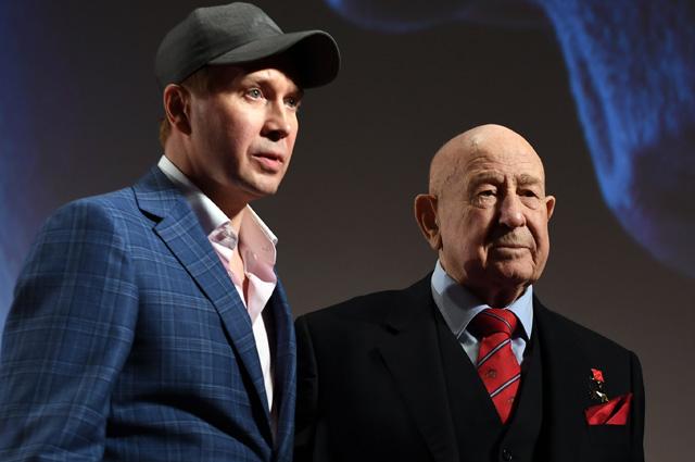 Евгений Миронов и космонавт Алексей Леонов на премьере фильма «Время первых»