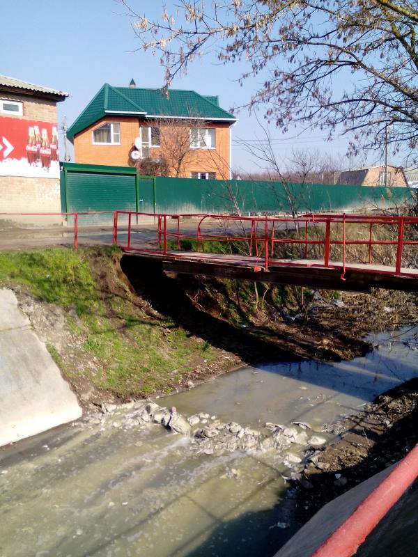 Зловонная Темерничка мимо садоводства течёт через потом весь город: мимо санатория, зоопарка, по центру Ростова, стекая затем в Дон.
