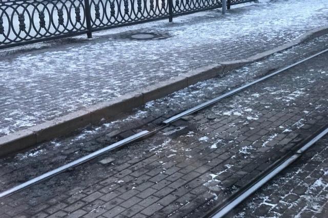 Челябинцы возмущаются отсутствием трамвайных рельсов.