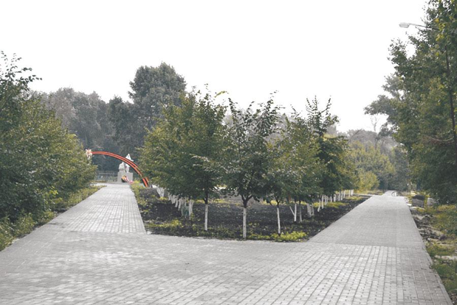 В городе благоустраивается новый Парк Патриотов.