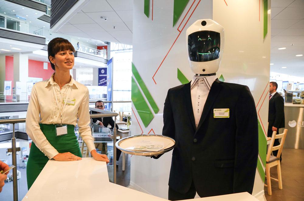 На ВЭФ во Владивостоке и роботы рады гостям.