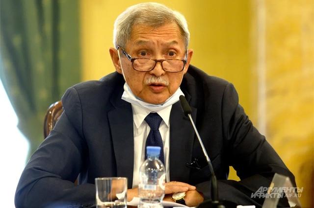 Советник по научной работе Российского Университета Дружбы Народов Нур Кирабаев.