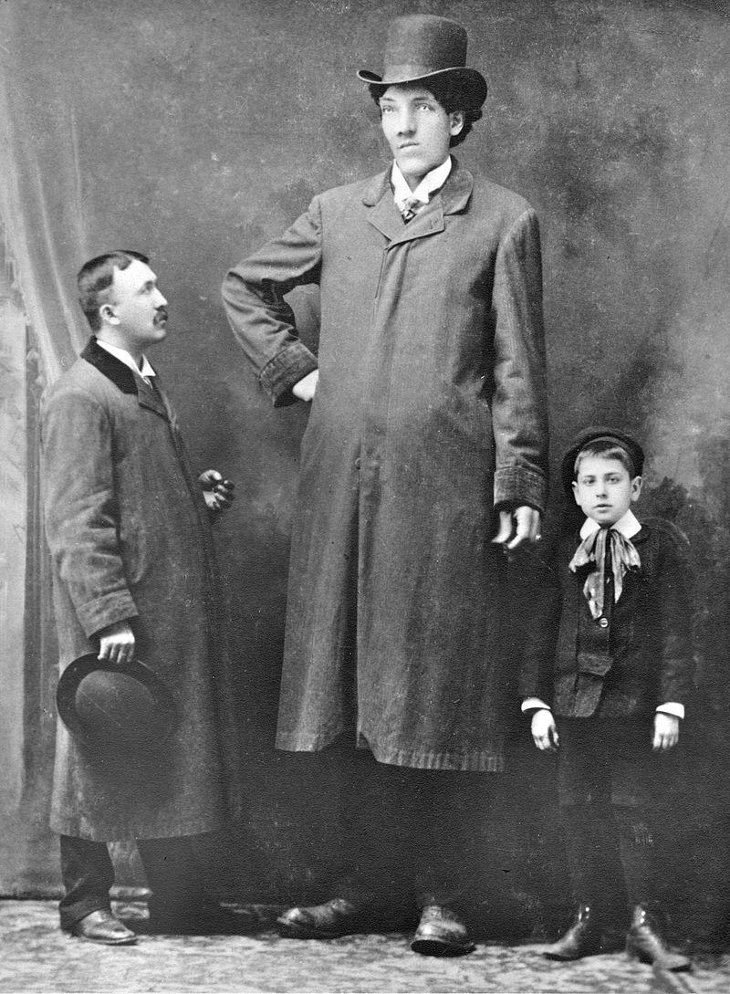 Фотография Эдуара Бопре, неизвестного мужчины и мальчика.