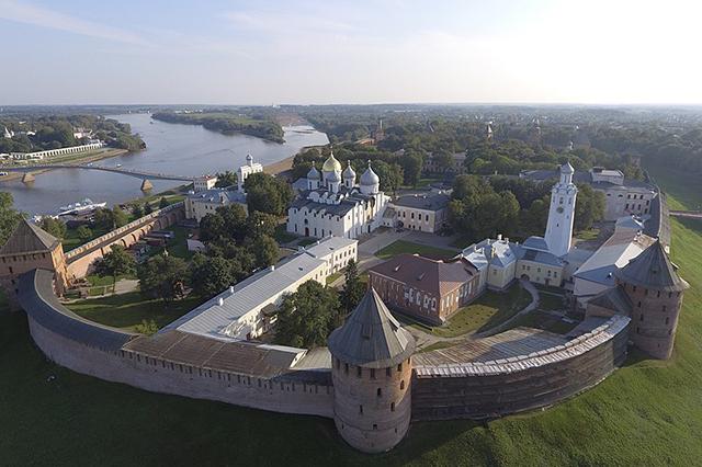 Великий Новгород (859 год основания) – место зарождения российской государственности. Расположен на реке Волхов
