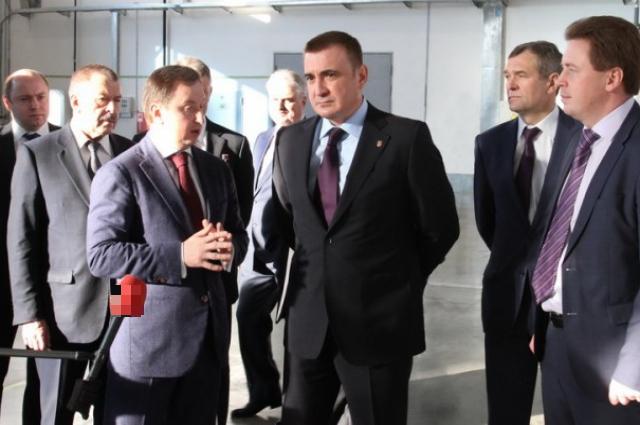 Алексей Дюмин на оборонном предприятии.