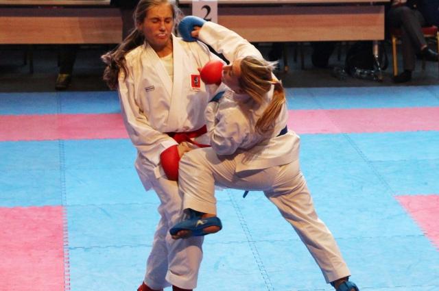 На татами нужно правильно рассчитывать силу удара - до 18 лет бои в каратэ бесконтактные