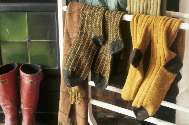 С наступлением холодов следует держать ноги в тепле.