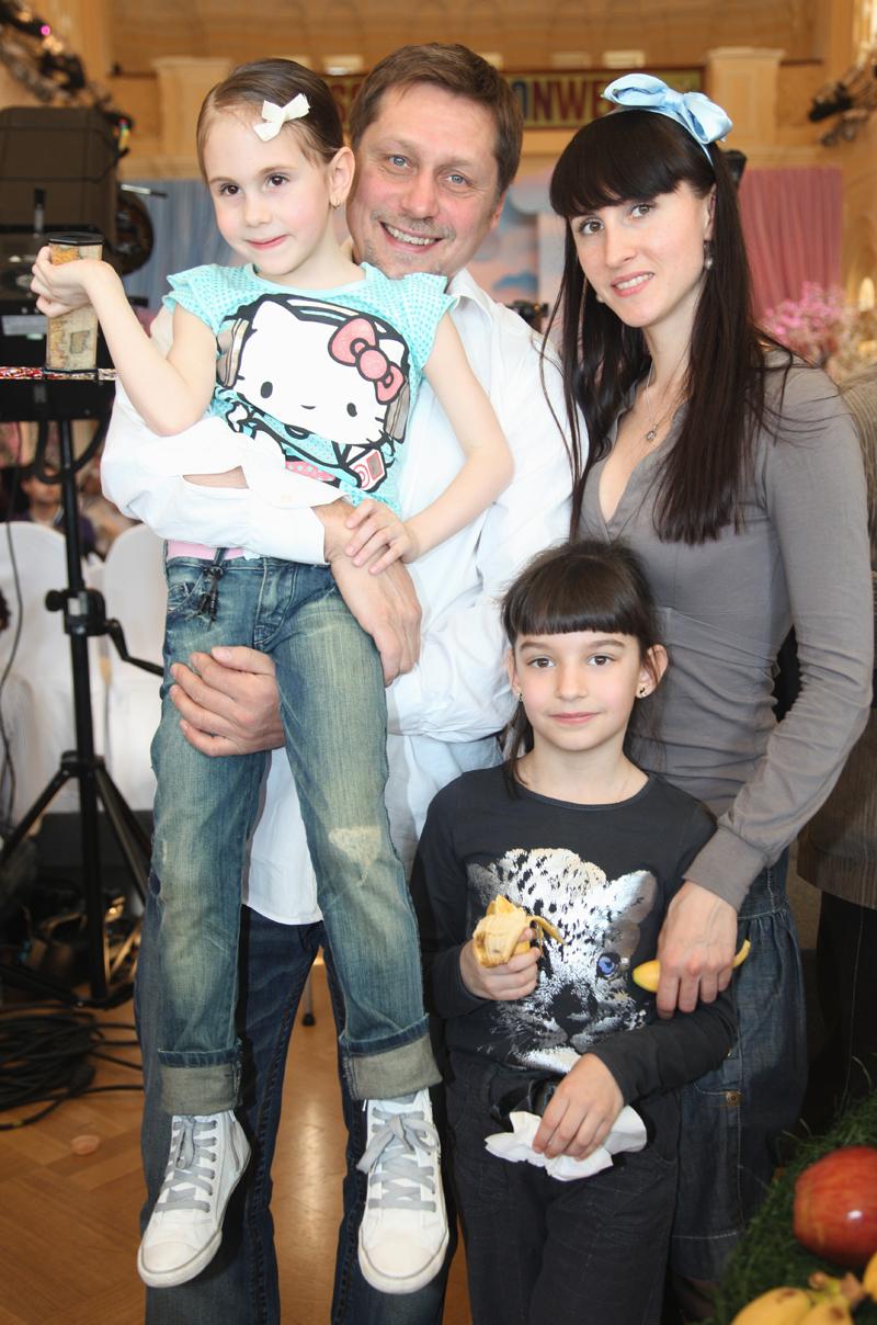 Балетмейстер Гедиминас Таранда с супругой и детьми. 2010 год.