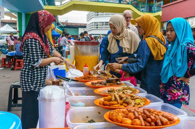 Малайзийская кухня – это смесь перца чили и кокосового ореха.