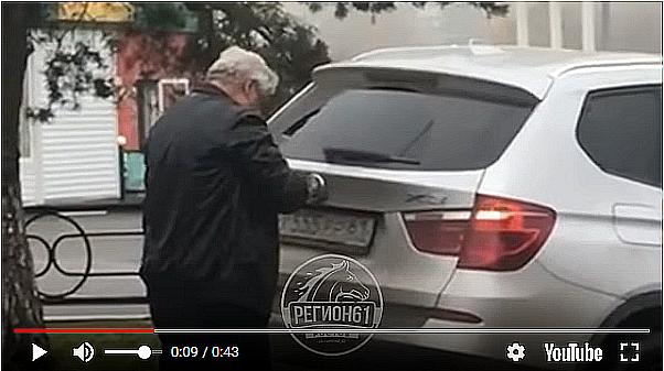 Судья Азовского городского суда после ДТП скрутил отверткой свои номера и поменял на новые