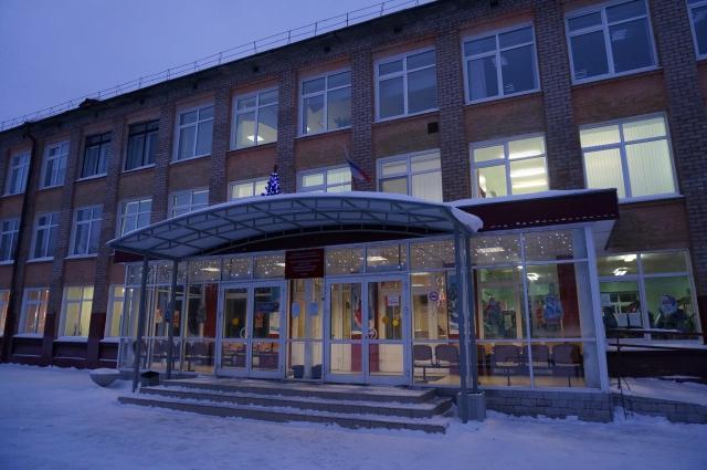 14 января в школе ещё не убрали новогодние украшения.