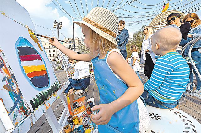 Дети рисуют мир таким, каким они его видят.