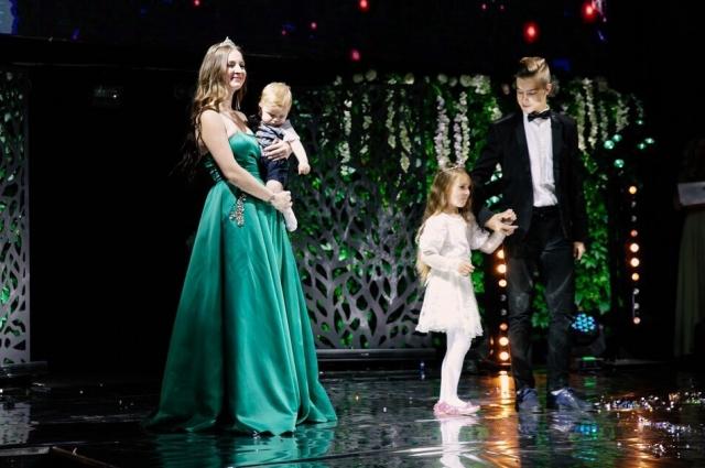 Наталья воспитывает троих детей.