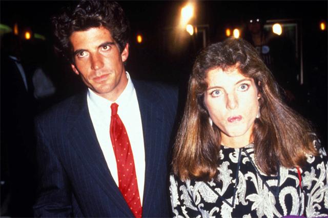 Джон с сестрой, Кэролайн Кеннеди. 1988 год.