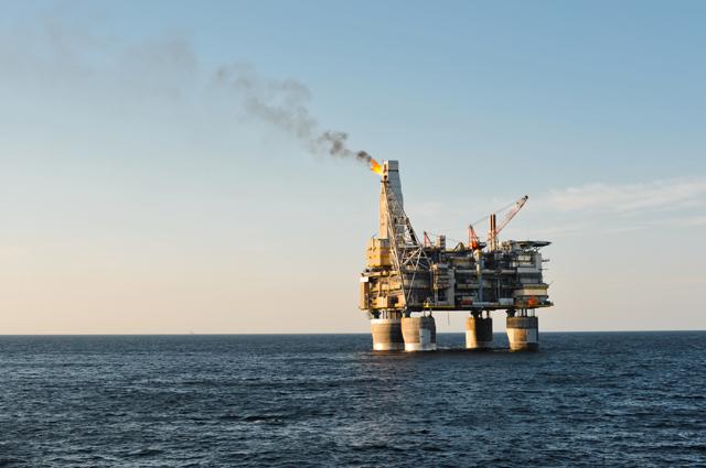 Gервая вРоссии морская нефтедобывающая платформа «Моликпак». Сначала разработки месторождения в1999 г. платформа добыла более 38 млн т нефти.