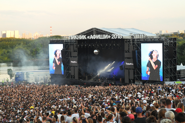 Выступление Земфиры на музыкальном фестивале под открытым небом «Пикник Афиши» в музее-заповеднике «Коломенское». 2018 год.