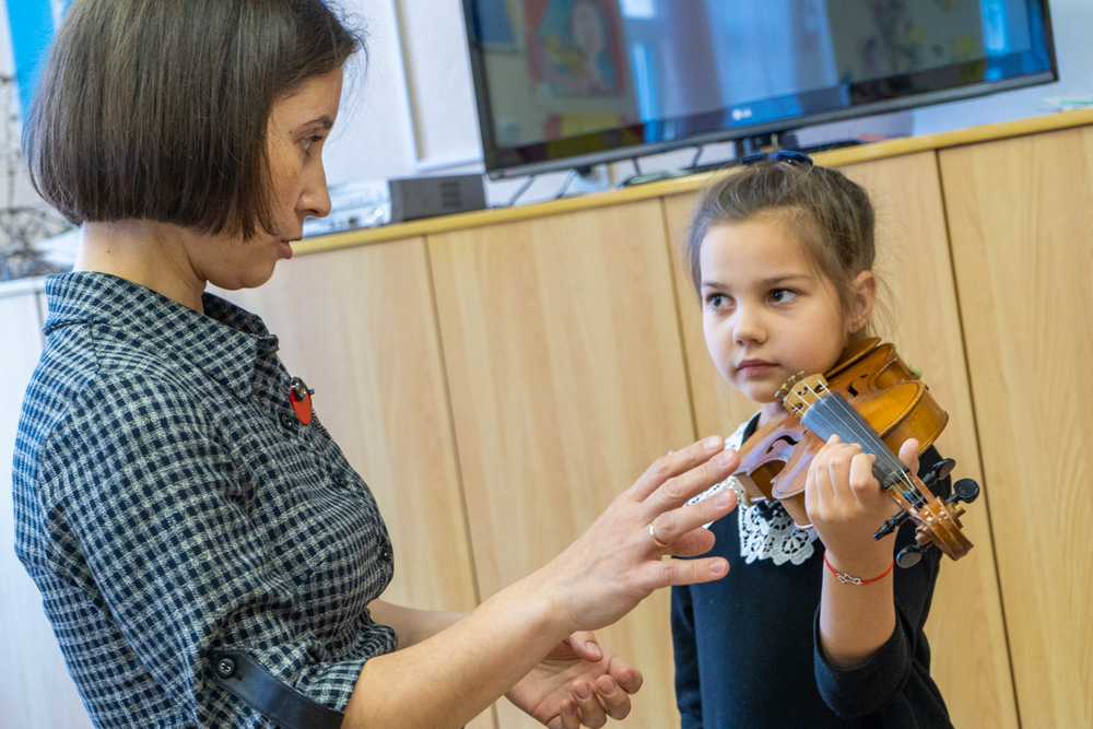 Скрипка - нежный инструмент.