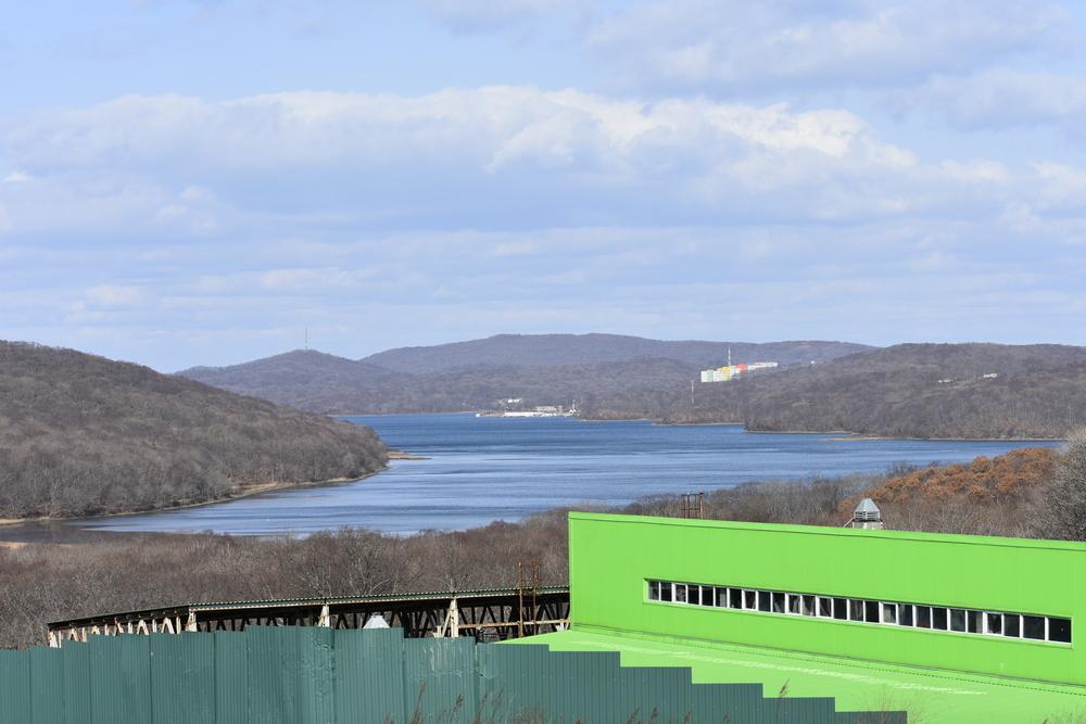 Очистные кампуса ДВФУ - в самой дальней оконечности бухты.