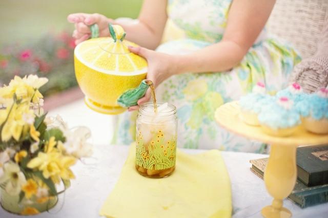Зеленый чай - оптимальный вариант в жару.