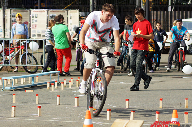 Соревнования велосипедистов на одной из пермских спортивных площадок