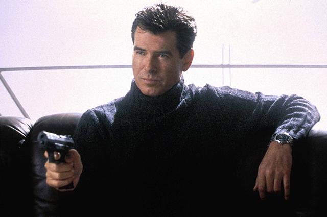 Пирс Броснан в фильме «Умри, но не сейчас».