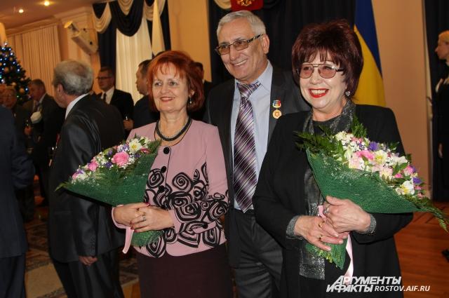 Наталья Самолетова (слева) на торжественном приеме губернатором со своими друзьями.