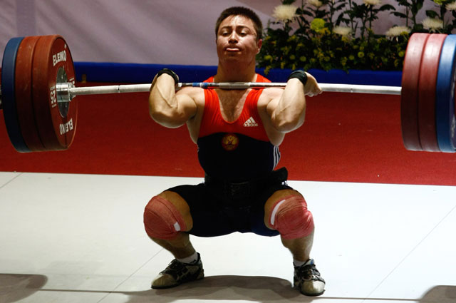 Тяжелоатлет Олег Чен. \b