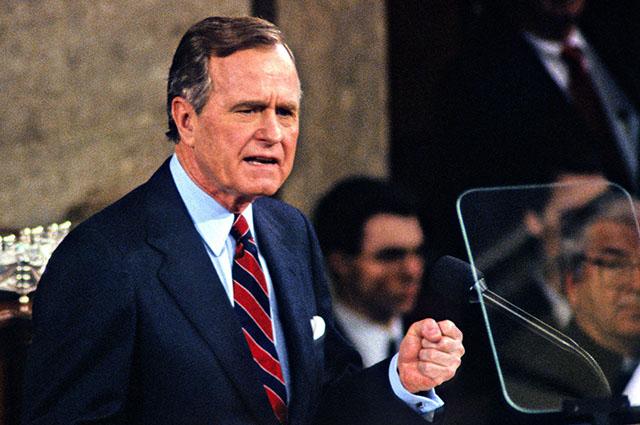 За три дня до подписания декларация Джордж Буш-старший в Конгрессе США заявил, что Соединенные Штаты победили в Холодной войне, а коммунизм умер