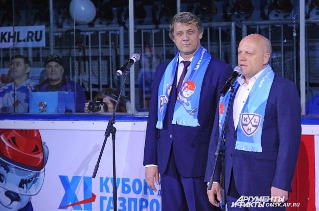 В Омске турнир открыли губернатор В. Назаров и директор ОНПЗ О. Белявский.