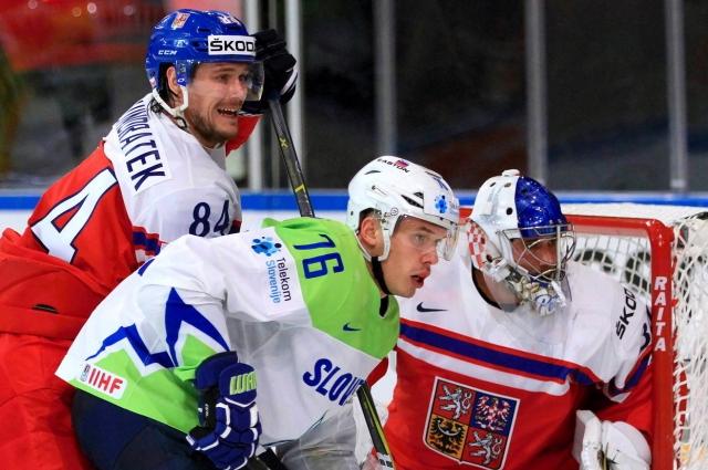 Томаш Кундратек (номер 84) в игре против сборной Словении.