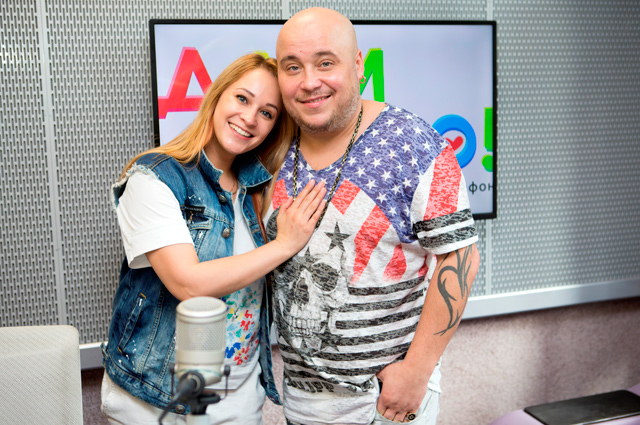 Екатерина Кокорина и Доминик Джокер советовали слушателям, как помогать не только деньгами.