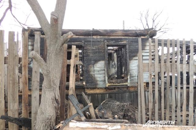 Обвалившаяся крыша старого дома похоронила под собой отца и двух малолетних детей