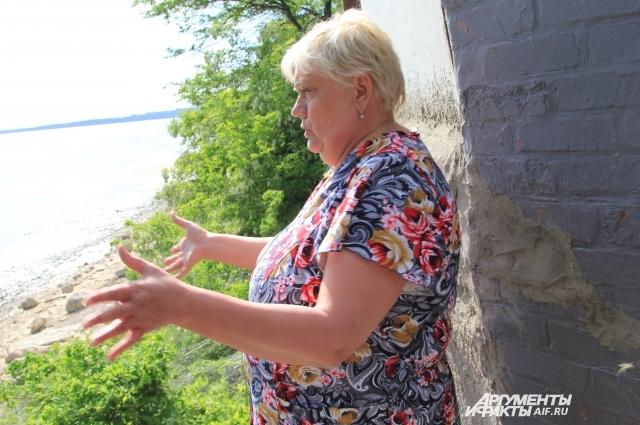 Пенсионерке Евгении Ждановой потребовалось три года, чтобы доказать свои права на дом, который чудом остался после урагана 2014 года.