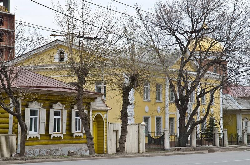 На улице Октябрьской революции расположены десятки объектов культнаследия.