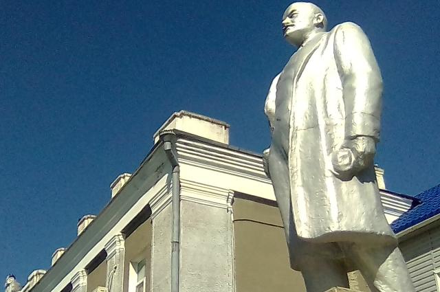 Ленин в Кормиловке Омской области.