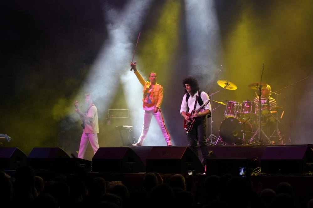 Концерт рок-группы.