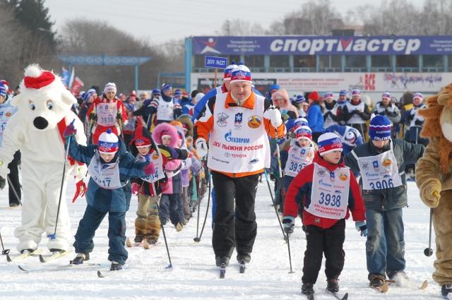 Тысячи красноярцев вставили с мэром на одну лыжню «Стартуют все».