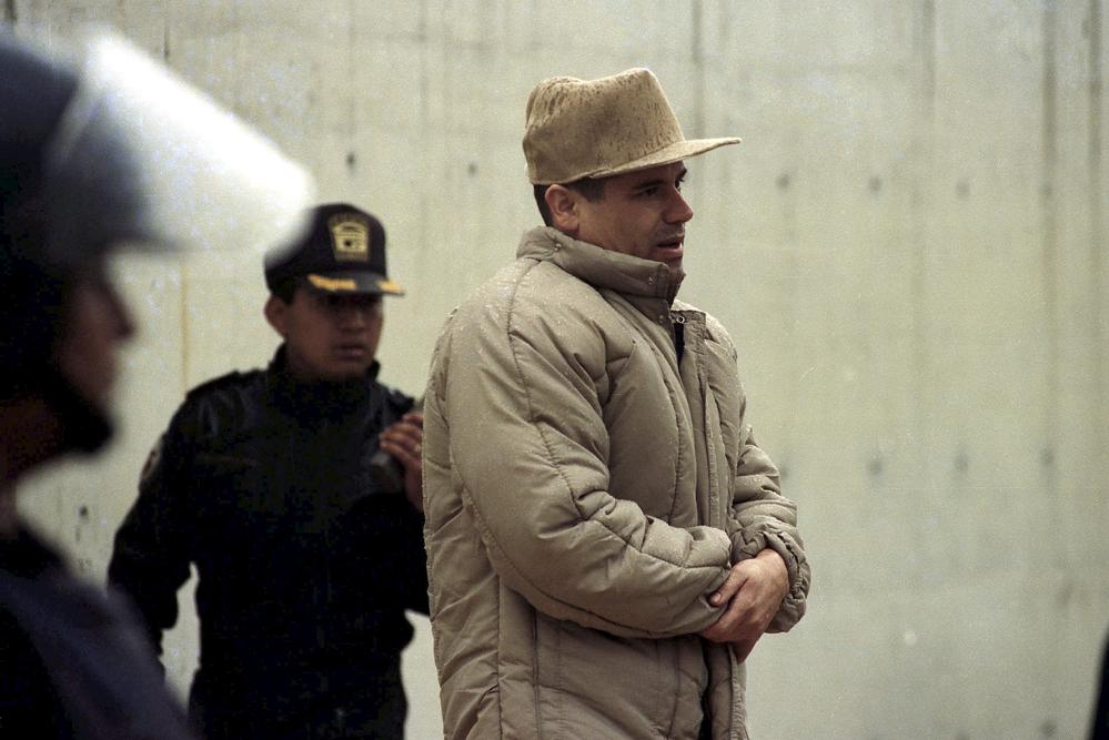 Гусман в 2001 году перед самым побегом из тюрьмы