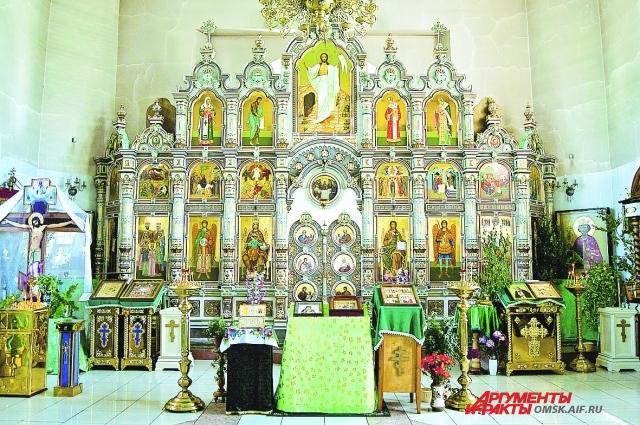 Подобный иконостас - редкость в российских храмах.