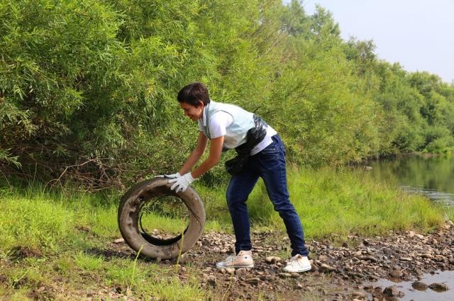 Волонтеры не только собирают мусор, но и ищут необычные находки.