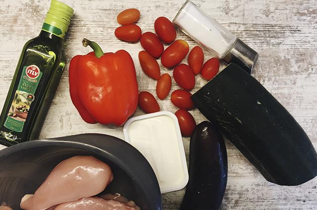Теплый салат с баклажанами и перцем